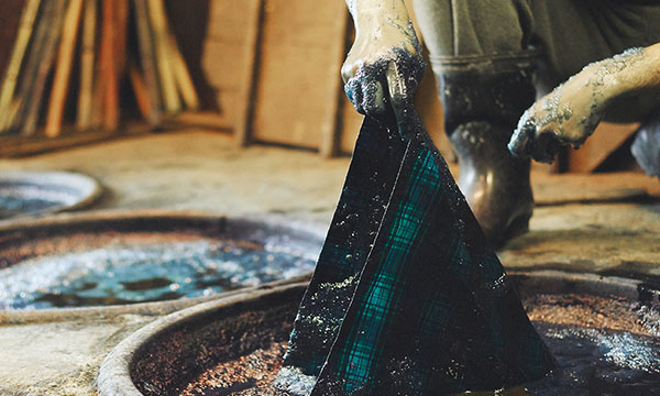 GLENROYAL MEETS CRAFTSPEOPLE Vol.1 Indigo Dyeing Products for travel featuring natural indigo dye applied with traditional techniques.